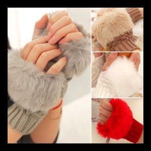 Accessories - ❗️NEW❗️Faux Fur Half Hand Gloves